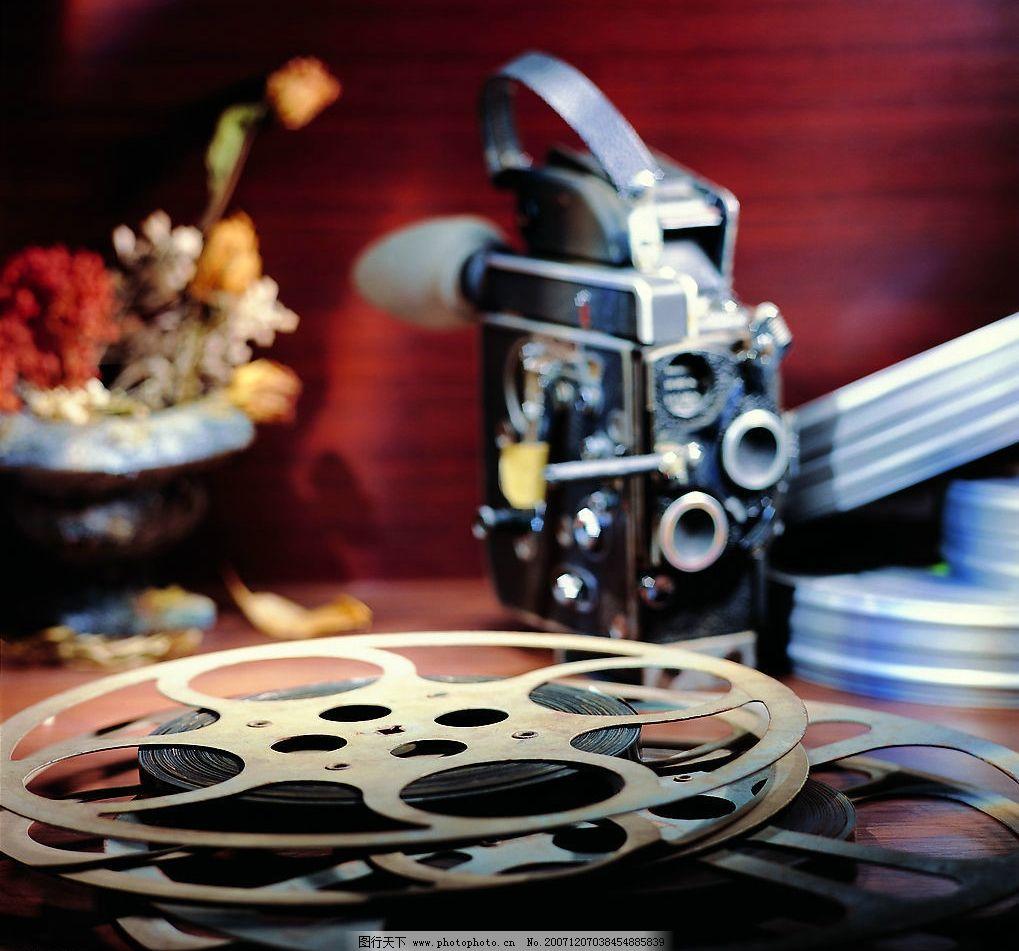 影视器械 老式摄影机 电影胶片盘 花瓶 鲜花 电视 影视风采 摄影图库