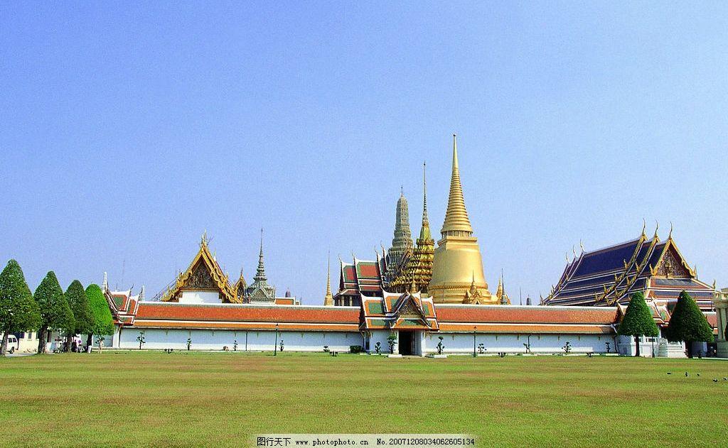 金色寺庙 寺院 建筑 草坪 树 蓝天 旅游摄影 国外旅游 泰国寺庙 摄影