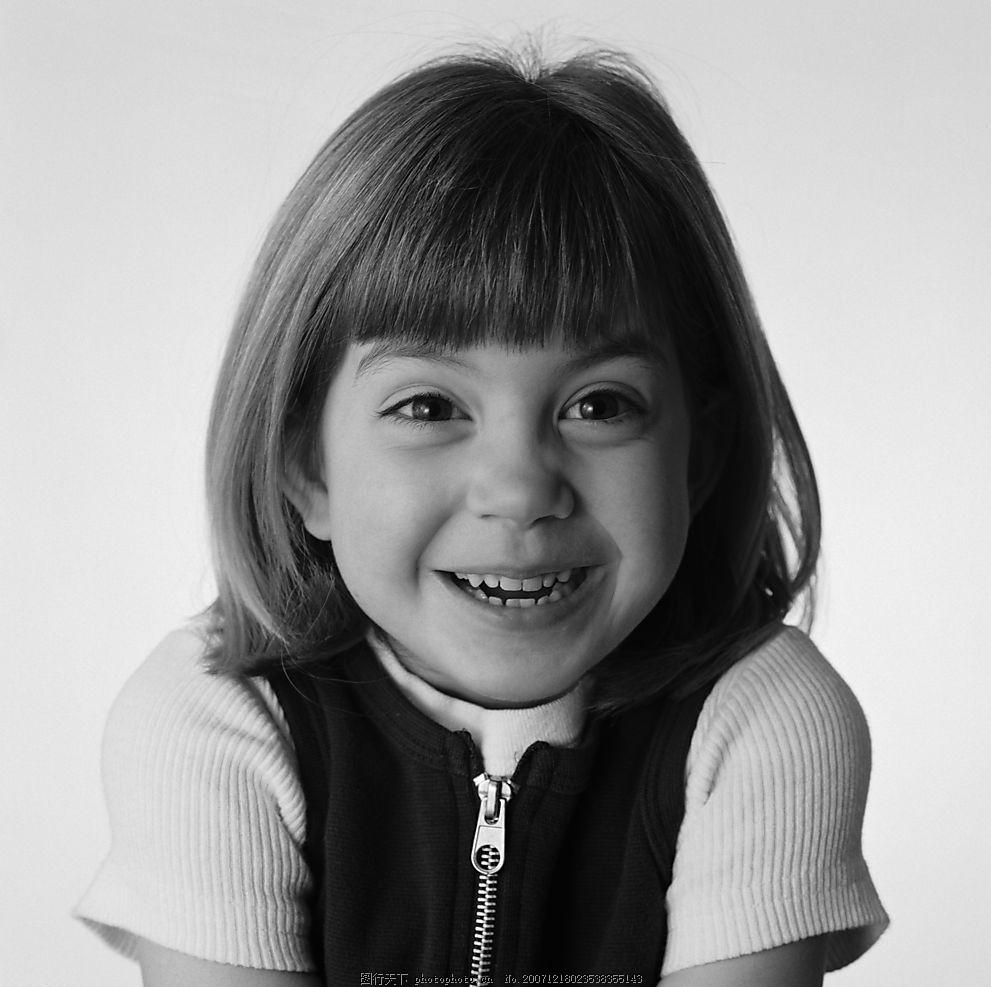 微笑的外国女孩 女孩 微笑女孩 女孩黑白照片 微笑的小孩 可爱女孩